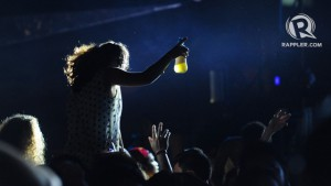 HANDS UP IN THE AIR. Body to body, the crowd was unstoppable in partying. Photo by Haiko Magtrayo